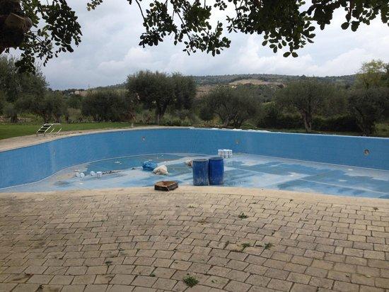 Masseria degli Ulivi: empty pool