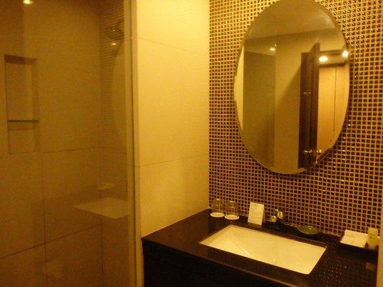 Bali Rani Hotel: Bathroom