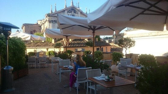 Albergo Cesari: Rooftop terrace for breakfast or late night drinks