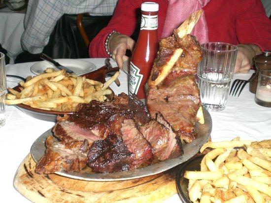 Keens Steakhouse: Bontosauro prima ...