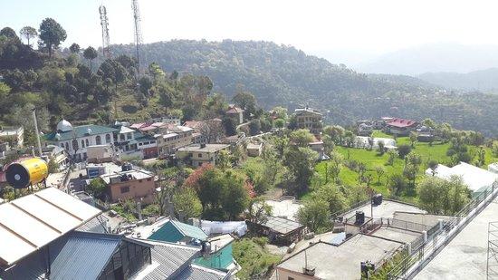 Kasauli Regency Hotel : View from rooftop restaurant