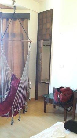 Kasauli Regency Hotel : Room with hamock