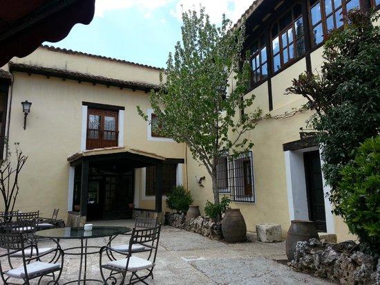 Cueva Del Fraile: terraza jardin