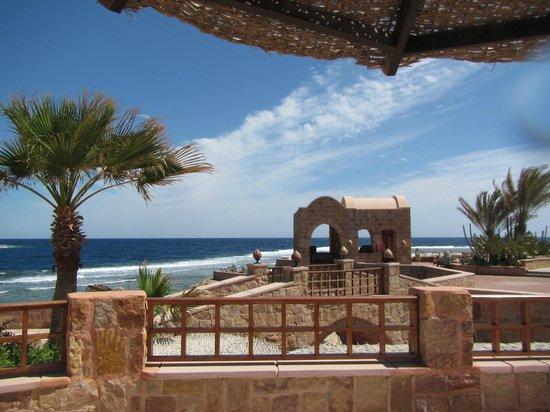 Movenpick Resort El Quseir : On The Rocks ba