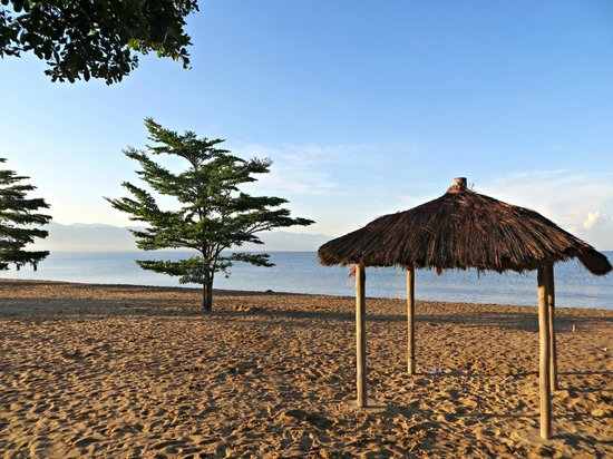 Hotel Club du Lac Tanganyika : The beach outside the hotel
