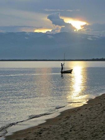 Hotel Club du Lac Tanganyika : The beach outside the hotel