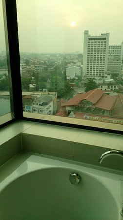 Le Meridien Chiang Mai: View of city from bath