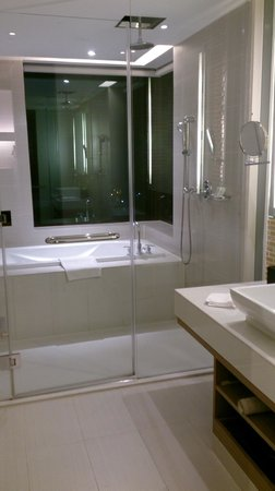 Le Meridien Chiang Mai : Beautiful, sparkling bathroom