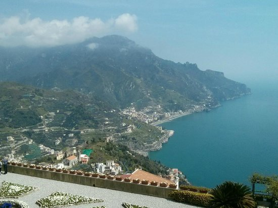 Hotel Pensione Reale: Ravello looking down to Maoiri
