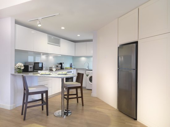Ambassador Row Hotel Suites by Lanson Place : Two-Bedroom Deluxe Duta Suite -Kitchen