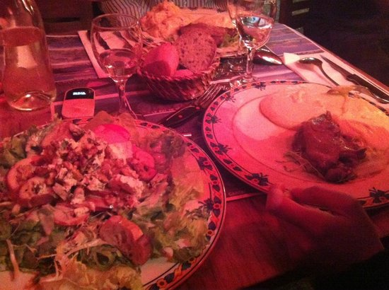 Le Plomb du Cantal: salade bleu et noix, confit de canard et purée aligot