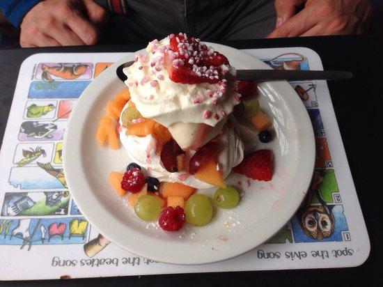 The Georges Restaurant & Cafe Bar: Fresh fruit meringue