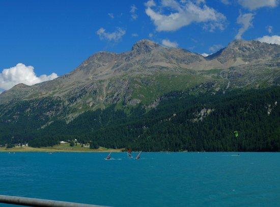 Сильс-им-Энгадин, Швейцария: 湖畔は美しい景色が広がってます
