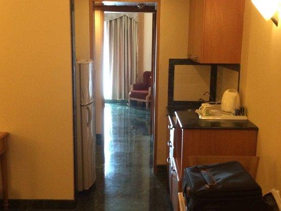 Savoy Suites: Room Entrance