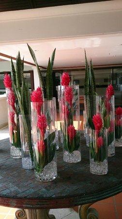 JW Marriott Phuket Resort & Spa : More lobby flowers