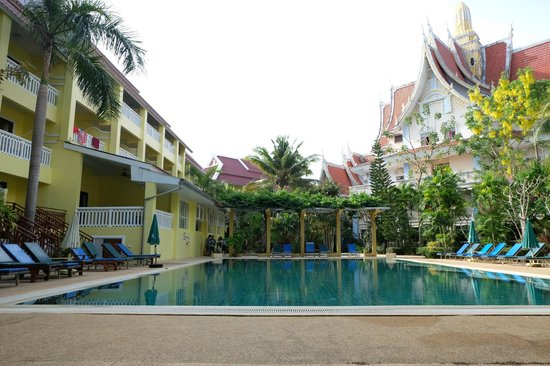 Aonang Ayodhaya Beach Resort: สระว่ายน้ำตรง success wing