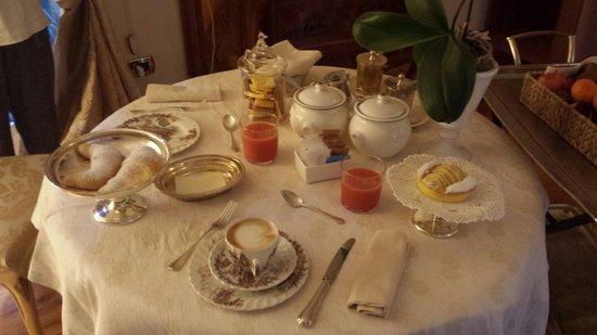Villa Orso Grigio : Colazione nella monos alcova