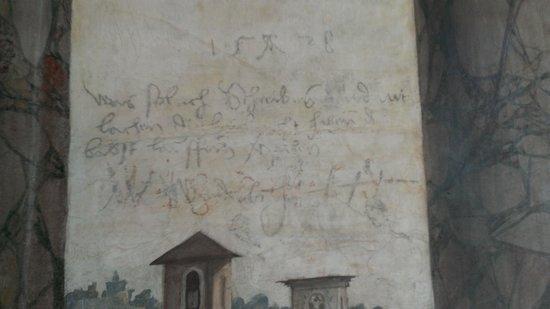 Villa Farnesina: Affreschi con trompe-l'oeil con graffiti dei lanzichenecchi del 1527, durante il sacco di Roma