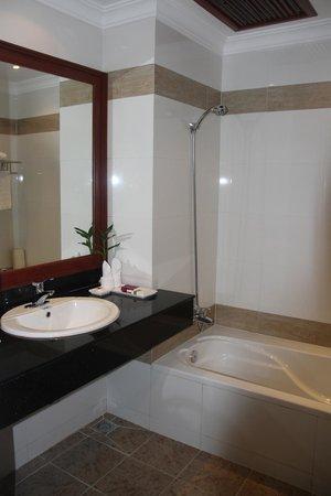 Angkor Miracle Resort & Spa : Bath