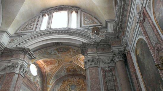 Basilica di Santa Maria degli Angeli e dei Martiri: Foro della meridiana dal quale la luce penetra per indicare la data