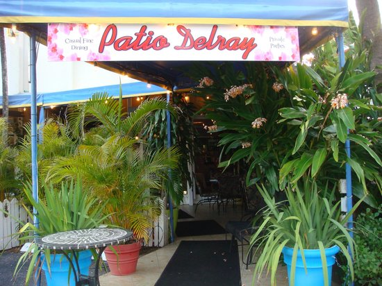 Patio Delray: Lovely tropical enteranceway