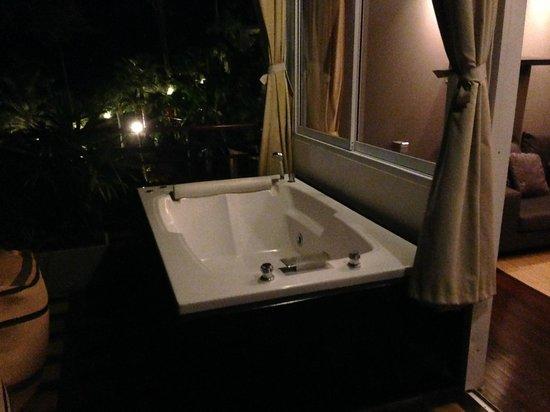 Vasche Da Bagno Idromassaggio : Vasca da bagno idromassaggio sulla terrazza foto di mantra samui