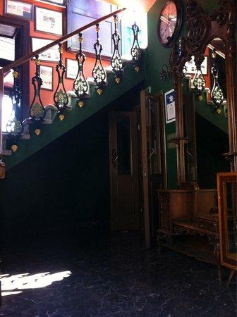 Konak Restaurant: Inside antique staircase