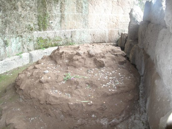 Rome Tours With Kids by Maria Rita: julius caesar ashes resting place