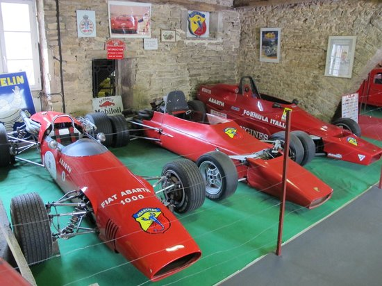 Château de Savigny-lès-Beaune: Rare display of race cars