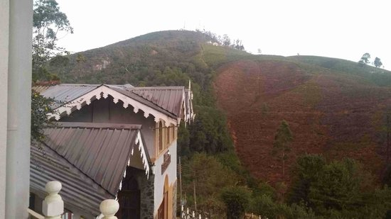 Hotel Silver Falls: notice the roof