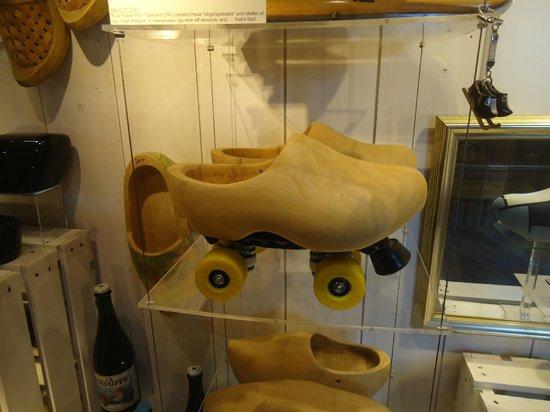 Zaanse Schans: roller-skate clogs
