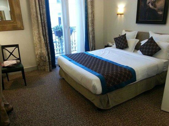 Hotel Bradford Elysees - Astotel: Habitación con ventana doble