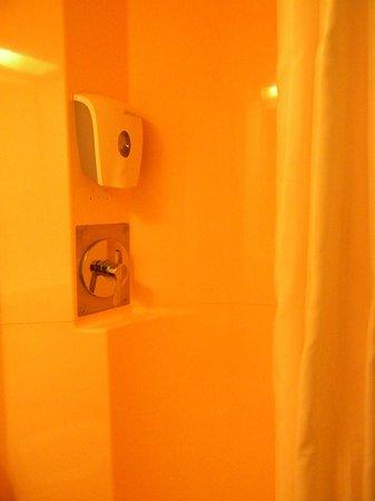 P'tit Dej-HOTEL Rouen Sud Oissel : doccia
