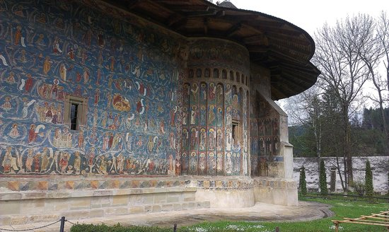 Monasterio de Voronet Bucovina: Side view