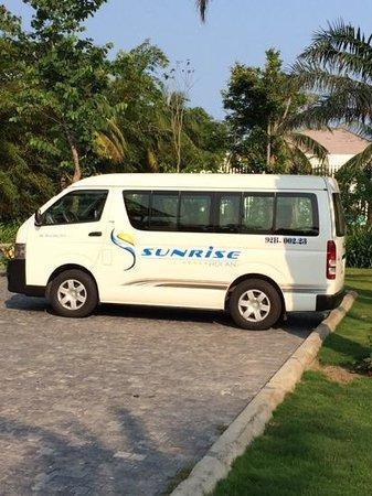Sunrise Premium Resort Hoi An: bilen som gikk i schuttle trafikk mellom hoi an sentrum og hotellet