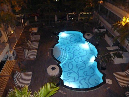 Hotel Victor : La piscine de nuit