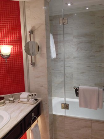 Sofitel Legend Metropole Hanoi: Shower