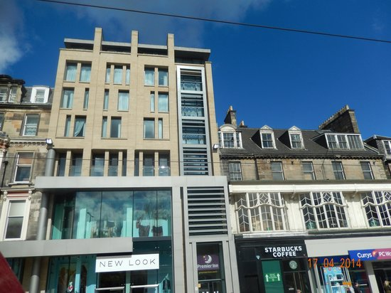 Premier Inn Edinburgh City Centre (Princes Street) Hotel : Outside of hotel