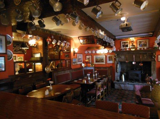 The Yorkshire Bridge Inn: A Cosy Bar