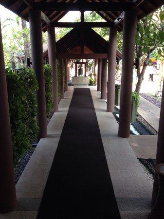 Patong Beach Hotel: Entrance