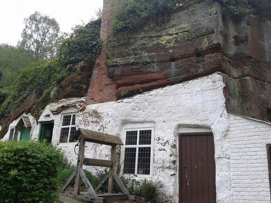 Another of the kinver edge rock houses picture of kinver for Cost to build a house in little rock