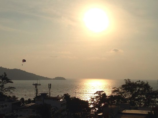 Patong Beach Hotel: View from our 8th floor room