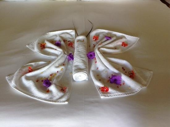 Shanti Maurice A Nira Resort: One of Kamini's decorations on our bed