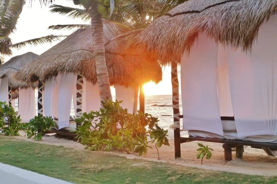 El Dorado Casitas Royale, by Karisma: The shaded loungers on the beach