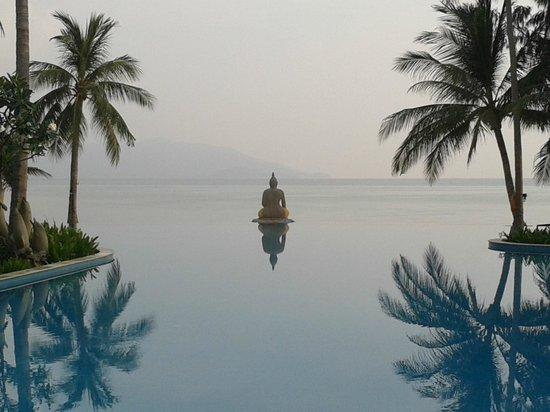 Melati Beach Resort & Spa : First thing at infinity pool before anyone was around