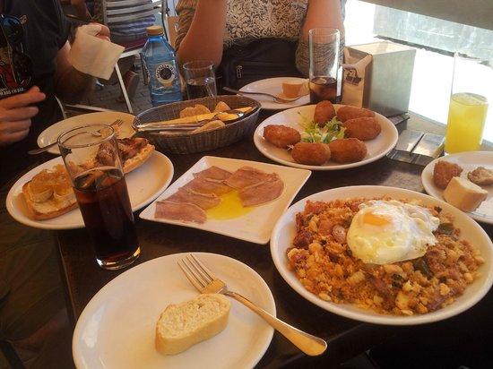 Via de la Tapa: Migas, lengua al limon, croquetas de boletus y totas