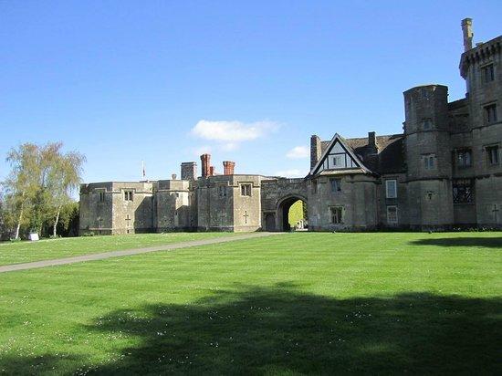 Thornbury Castle and Tudor Gardens: Thornbury Castle