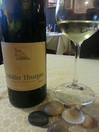 La Taverna del Capitano : La carta dei vini è particolarmente curata; Muller Thurgau di Terlan, merita di essere assaggiat