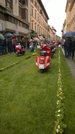Hotel La Pace : Main Road - Garden Fair on 13 April