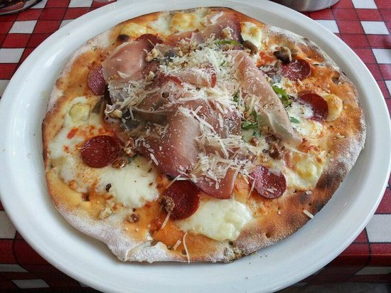 La Taverna: Price winning White Lady (plus pepperoni!)